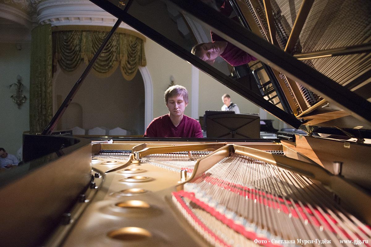 Музыканты... Дмитрий Маслеев. Фото- Светлана Мурси-Гудёж