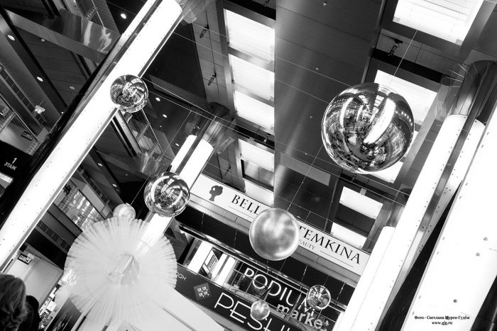 ФОТОГРАФИЯ: Открытие выставки  Виктора Горячева «Все начинается с любви» в галерее «Модный сезон»